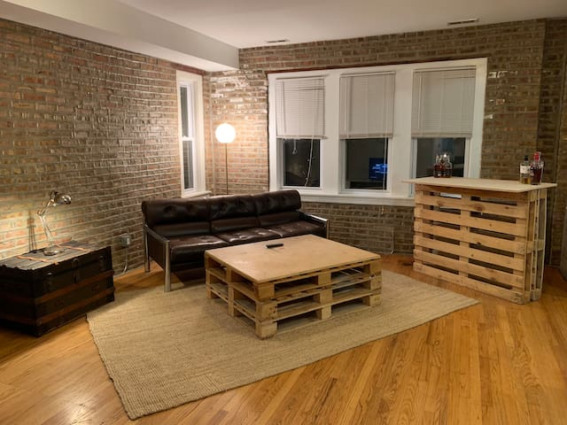 Cool 2BR Condo In Trendy Logan Square