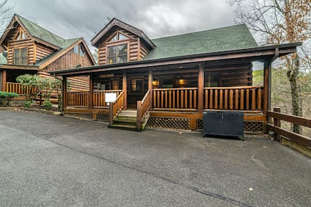 The Cozy Cabin Getaway, Beautiful Gated Community!