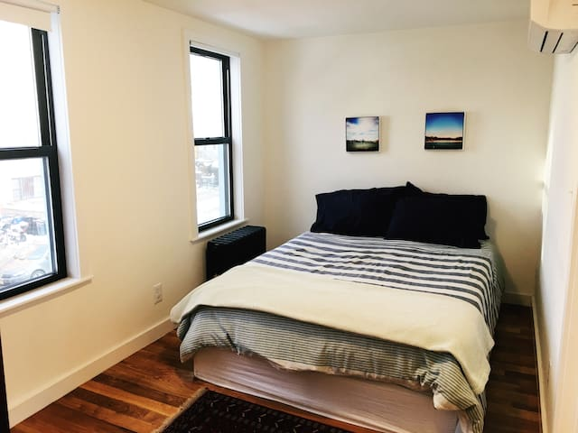 Newly renovated 1BR apartment, 25 min to Manhattan