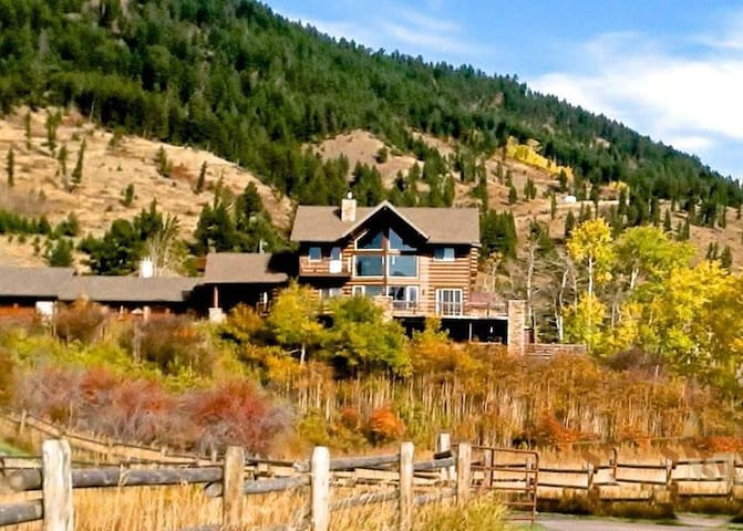 Magnificent Bridger Canyon Home Minutes to Bozeman