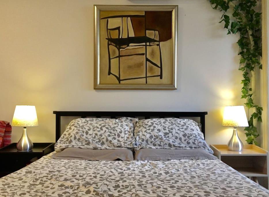 结实干净的双人床1.5米宽