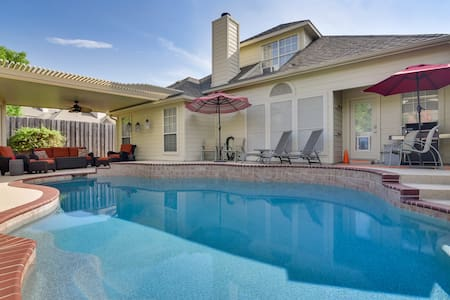 PRIVATE POOL w/Full Amenities by BLD & Joe Pool LK
