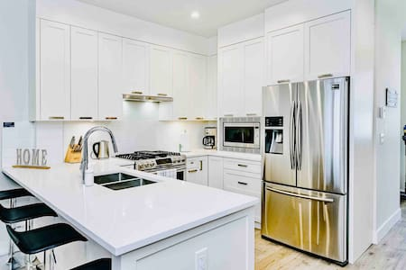 Luxury townhouse in NewWest (30+ days lease avail)