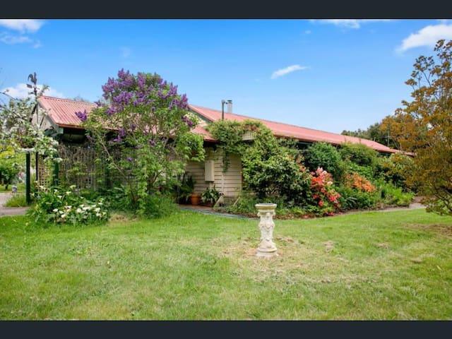 Eden Farmhouse Mornington Peninsula... Spacious!