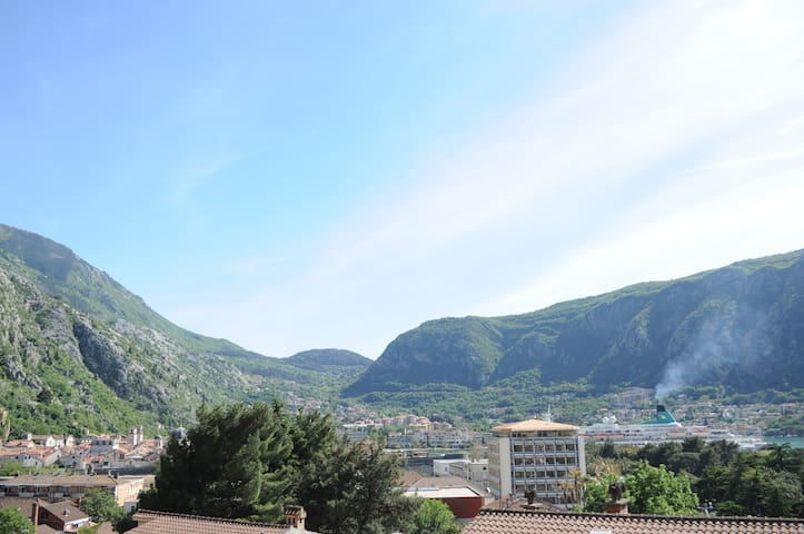 Stunning Bay View Studio, Kotor