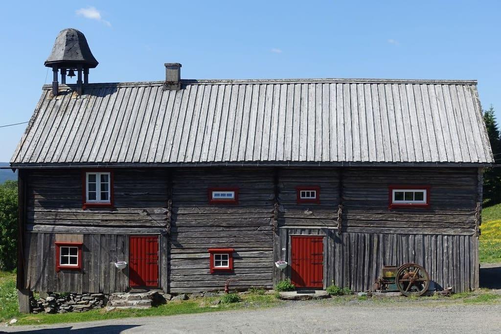 Stabburet er opprinnelig fra 1750., betydelig oppgradert de siste årene.