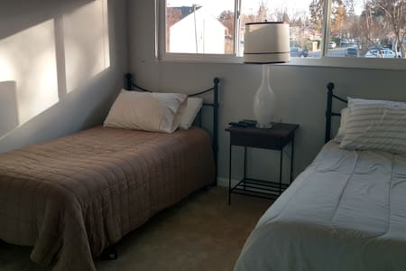 Private room and bath in Danville condo - Danville - Társasház