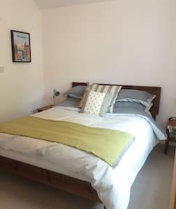 En Suite double room near universities and city - リーズ