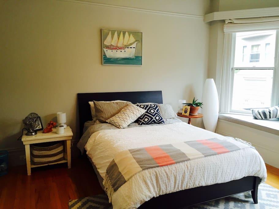 Master bedroom, queen bed, tons of natural light, overlooks very quiet street on Lapidge
