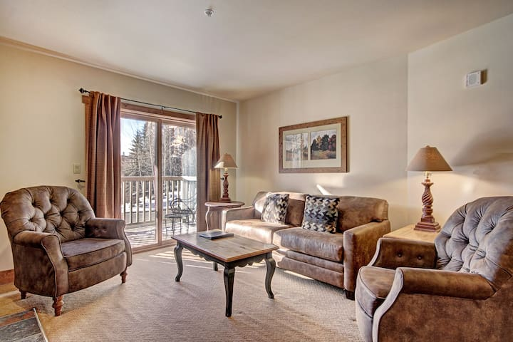 1 Bedroom on Gorund Floor in Red Hawk Lodge - 2 Minute Walk to the Gondola!