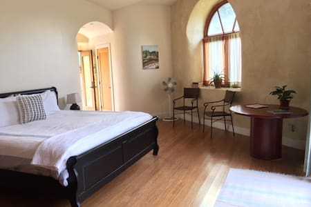 Perfect Wine Country Retreat. Spacious. Relaxing