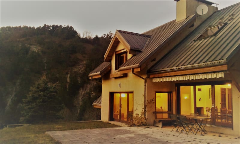 Maison indépendante et spacieuse de 250 m2 - Corrençon-en-Vercors - Casa