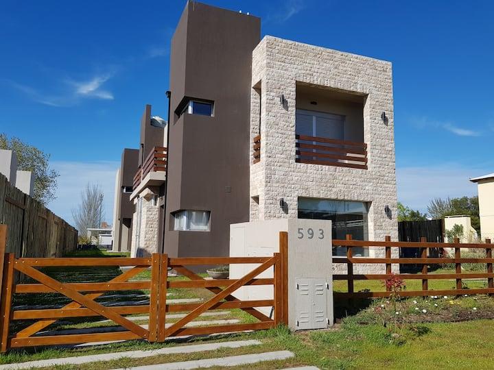Moderno duplex en Monte Hermoso del Este