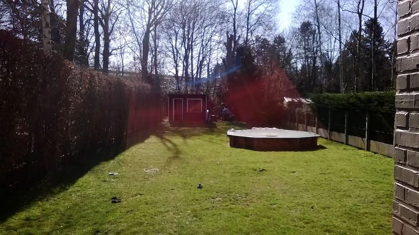 Chambre lumineuse de 20m² dans maison familiale - Rixensart - Casa