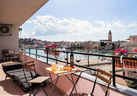 The Majestic View Apartment with private parking