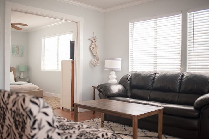 Cozy Furnishings with private Master Suite. - Port Aransas - Appartement