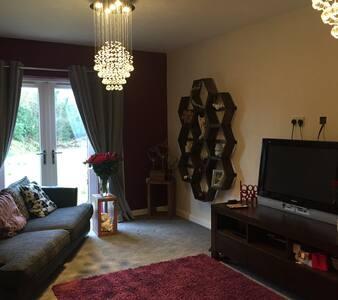 Modern clean beautiful rooms - Glen Vine - Talo