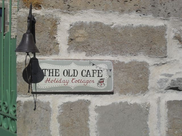 THE OLD CAFE - Gigny