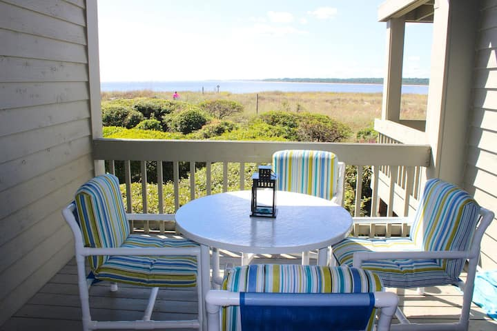 Beautifully renovated! Tastefully Decorated! On Pelican Beach! Pet Friendly!