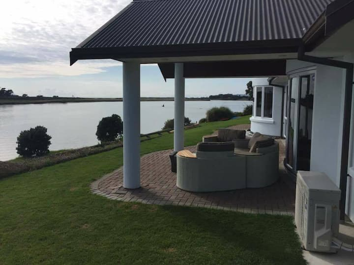 Waipu Waterfront Luxury Holiday Home