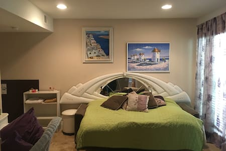 Comfy Bedroom & Blissful Bathroom - Condominium