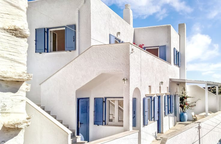 Elegant Cycladic Home in a Tiny Village