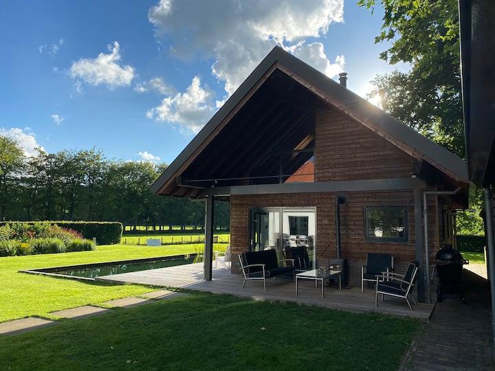 Vrijstaand huis met uitzicht, sauna en zwemvijver