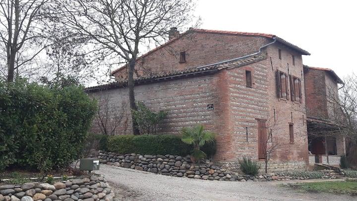Chambre avec 1 lit double dans ferme Lauragaise