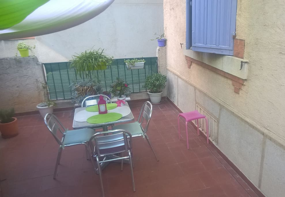 La terrasse ombragée et fleurie️️