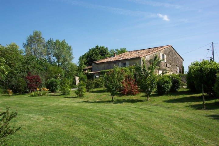La grange de Bellefontaine- gîte - Bellefond - Hus
