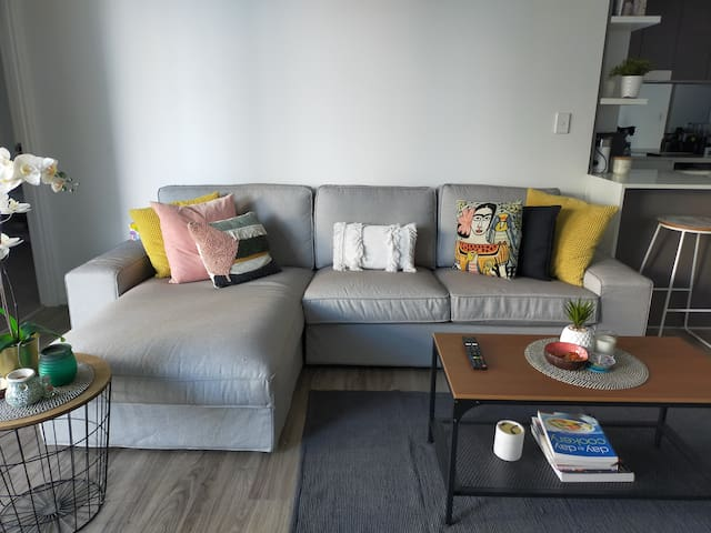 Modern clean and bright unit in central location .