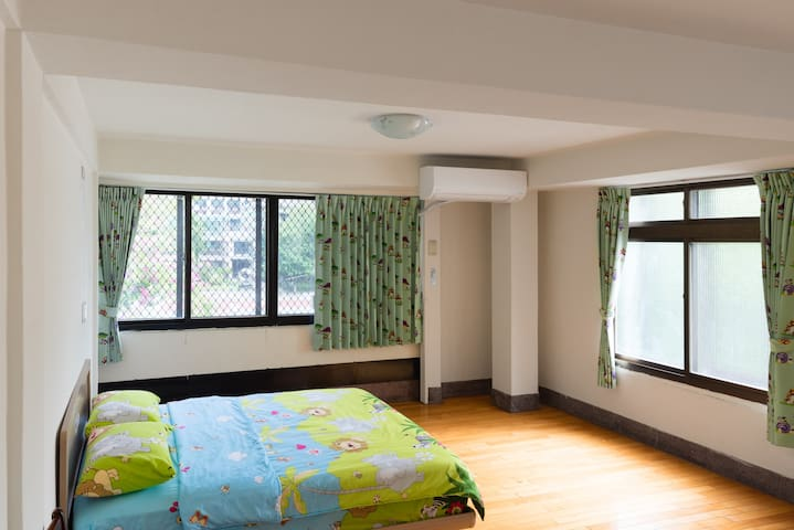 Near Taichung train station 0.5km - 東區 - Hus