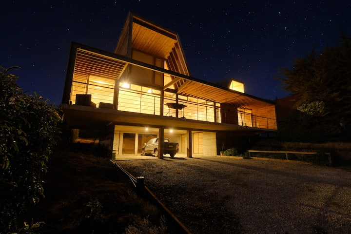 Wonderful house, 180º view to the Pacific Ocean