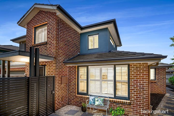 Smart lifestyle living in Brighton East