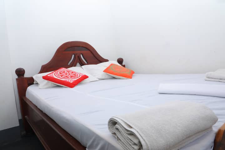 Central @zLife Hostel - Affordable Private Rooms