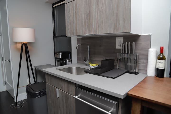 Renovated Apt |10min to Central Park| Laundry!