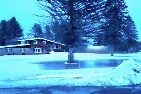 Classic Lakefront & Adirondack B&B:DoubleQueenBunk - Northville
