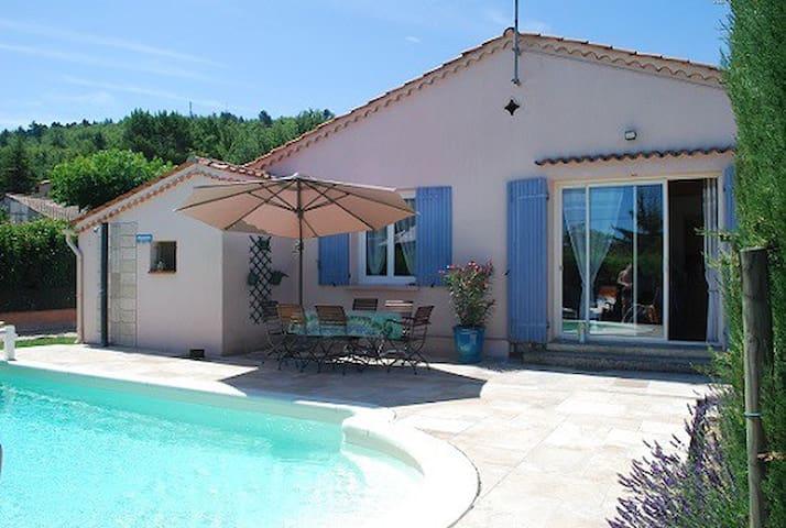 Jolie villa avec piscine dans le Luberon - Céreste - วิลล่า