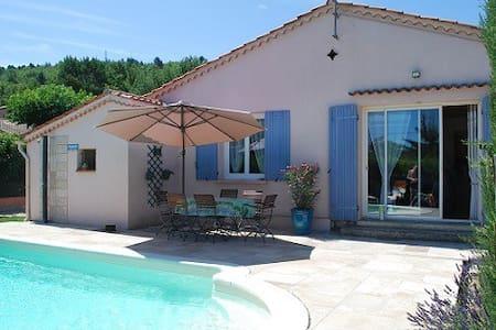 Jolie villa avec piscine dans le Luberon - Céreste