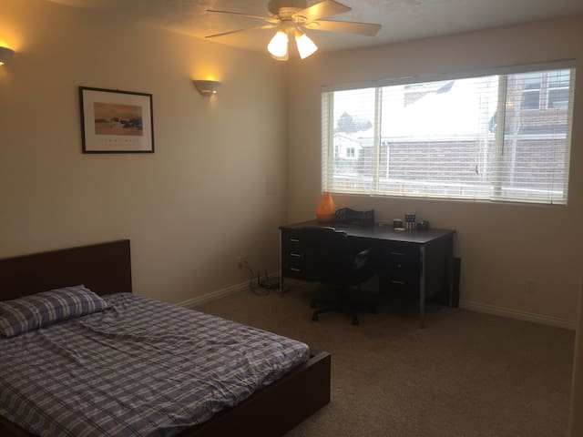 Clean&Bright Room near ski resorts! - Holladay