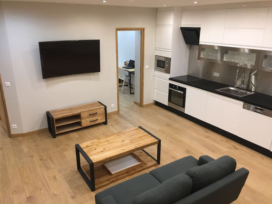 Living Room with equipped kitchen