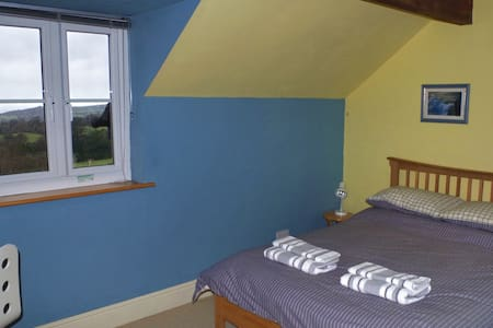 Snowdonia cottage with great views 4 - Tregarth