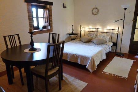Landhaus-Zimmer m. priv. Bad, B&B, Besalu-Figueres