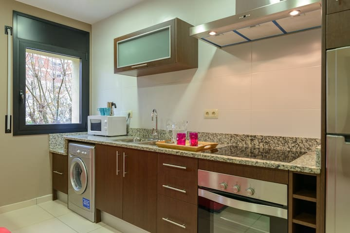 Fully equipped kitchen: stove, oven, microwave, fridge, washing machine...