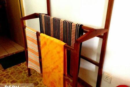 private rooms with non A/C or A/C - Unawatuna - Gästehaus