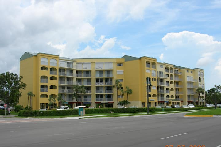 Marco Island - Steps from Beach Access & Much More