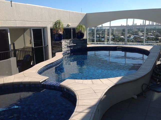 Sky Penthouse with private Rooftop Pool & Spa