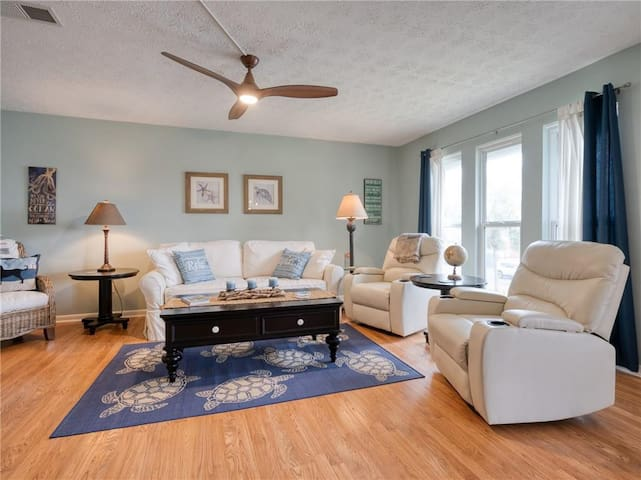 2 Blocks from Beach-Special @ Better By the Shore!