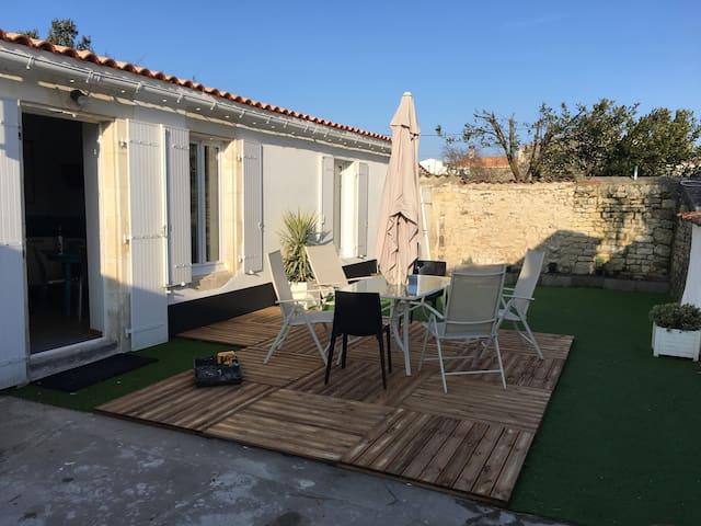 Maison T3. 75 m2 meublé 4/6 pers, CC, wifi - Nieul-sur-Mer - Rumah