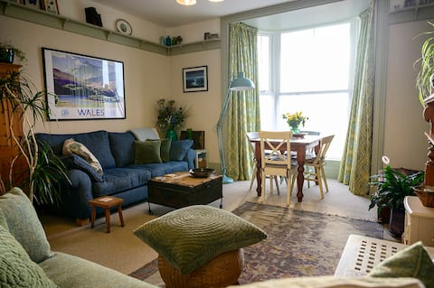 Victorian Apartment in Barmouth with Sea Views